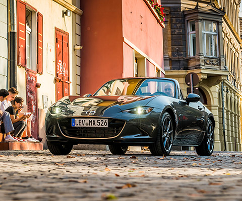 Mazda MX-5 in machine-grey-metallic